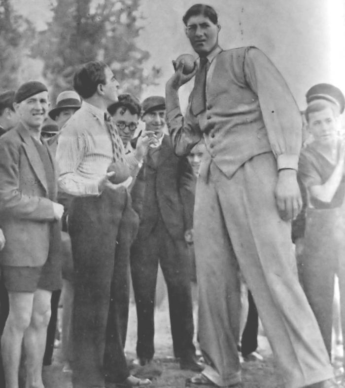 Fiecare cu uriaşul lui! Gogea Mitu, românul de 2.36 metri