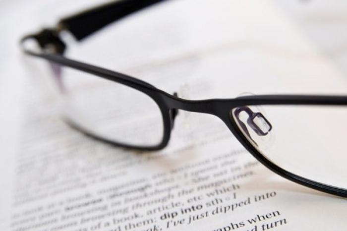 Poți citi FĂRĂ OCHELARI, indiferent de dioptriile pe care le porți!