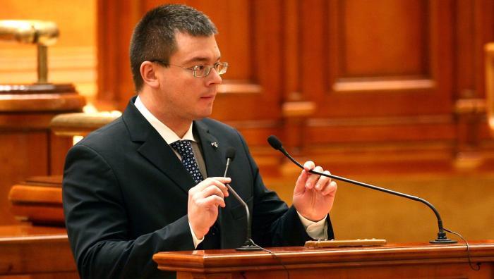 Ungureanu, numit de Parlament director al SIE