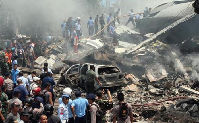 Tragedie în Indonezia: Cel puțin 116 morți în urma prăbușirii unui avion militar