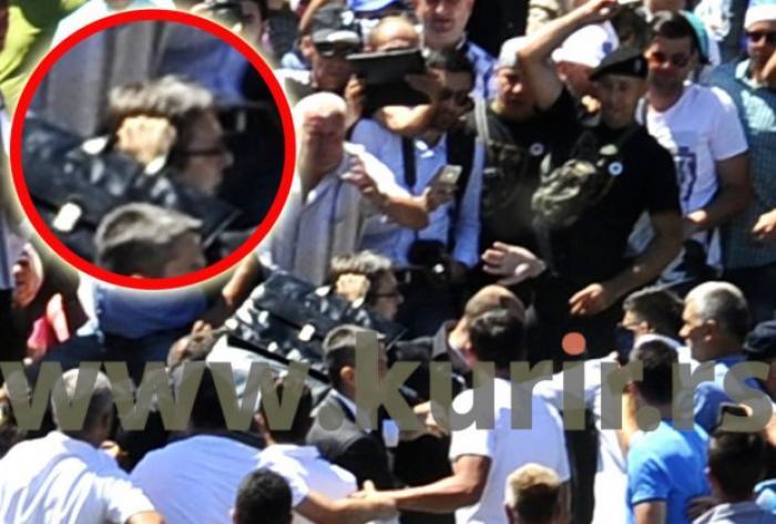 Premierul sârb, lovit în cap cu o piatră!