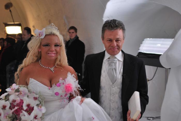 Aşa ceva vezi doar în filmele de groază! Cum s-a aranjat o tânără în ziua nunţii sale