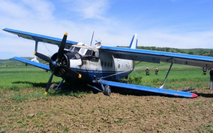 Două persoane au fost rănite după ce un avion utilitar s-a prăbușit în județul Brăila