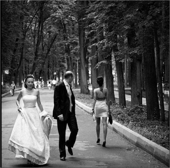 Foto de senzaţie! Nunta a fost de zile mari, însă ceea ce a făcut mirele în timpul şedinţei foto a lăsat-o pe mireasă fără cuvinte