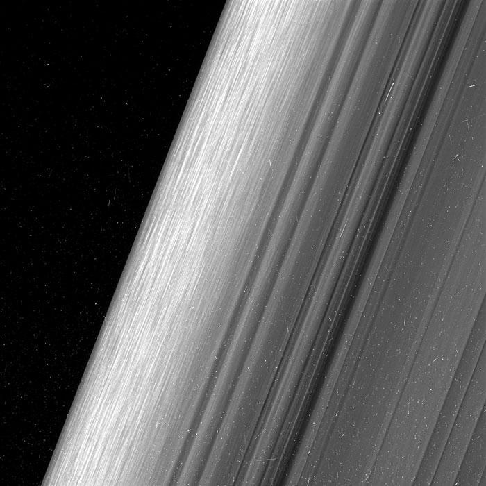 ÎŢI TAIE RESPIRAŢIA! NASA a surprins imagini FĂRĂ PRECEDENT ale planetei Saturn (VIDEO)