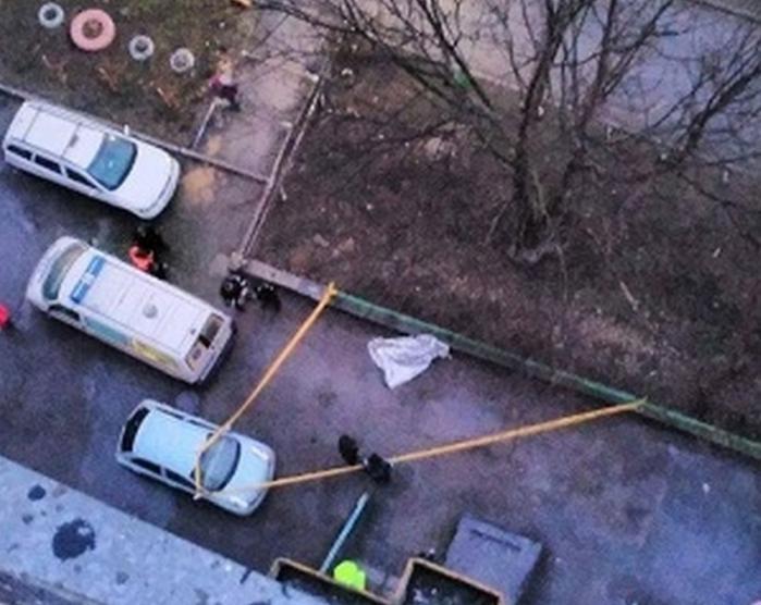 """Încă o victimă a """"Balenei Albastre""""? Un tânăr de 20 de ani s-a SINUCIS, aruncându-se de la etajul 14 al unui bloc din Chișinău (VIDEO)"""