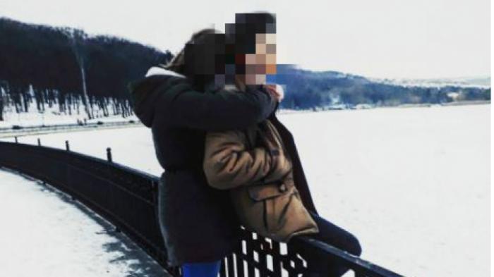 Adolescenţii sinucigaşi din Chișinău, victime ale jocului BALENA ALBASTRĂ, au fost conduşi pe ultimul drum. Prietenii tinerilor fac MĂRTURII CUTREMURĂTOARE (VIDEO)