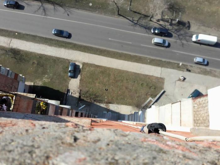 Jocul online BALENA ALBASTRĂ face în continuare victime! Doi adolescenţi s-au SINUCIS, aruncându-se de pe un bloc cu 18 etaje din Chișinău (VIDEO)