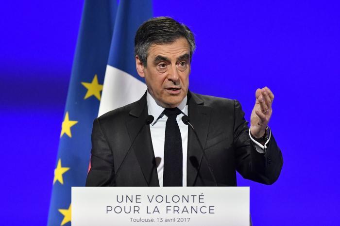 Meci în patru la ALEGERILE PREZIDENŢIALE din Franţa. Cine sunt principalii candidaţi şi cum va influenţa ATACUL DIN PARIS scrutinul de duminică