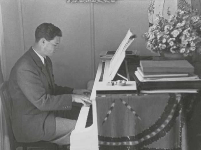 """Lucrare muzicală unicat. """"Elegie"""" – piesa pentru pian compusă de Regele Mihai pentru Regina Ana (Video)"""