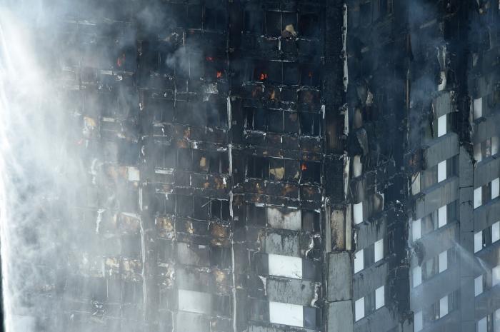 NUMĂR DRAMATIC de morţi, răniţi şi dispăruţi după INCENDIUL DEVASTATOR din Londra. Cum arată Grenfell Tower, după declanşarea INFERNULUI