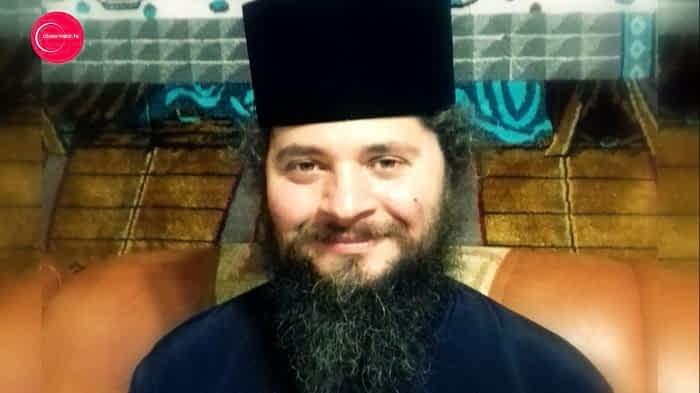 Stareţul Mănăstirii Prislop, acuzat de CONVERSAŢII INDECENTE cu un fost călugăr, a fost dat afară de Episcopia Maramureşului