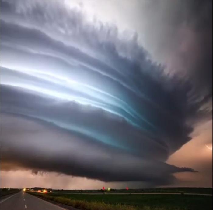 Imagini FASCINANTE surprinse în timpul unei furtuni! Un adevărat SPECTACOL AL NATURII, aşa cum doar la câteva MII DE ANI poate fi văzut!