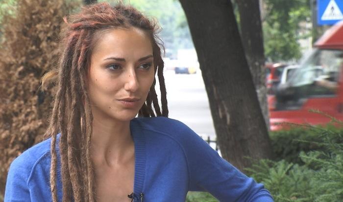 INTERVIU EXCLUSIV. Iulia, cântăreaţa care îşi acuză soţul, un celebru sunetist, că a snopit-o în bătaie revine cu noi MĂRTURII CUTREMURĂTOARE