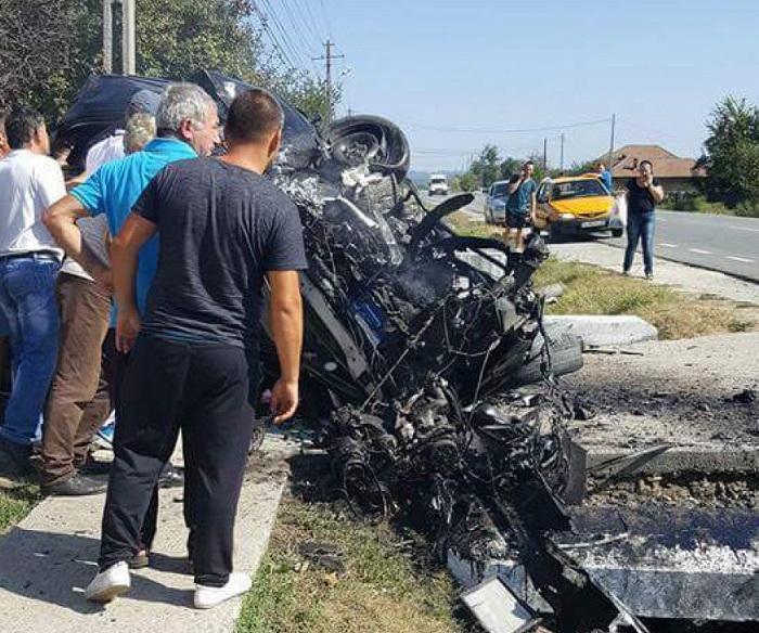 DRAMĂ în lumea muzicii populare! O cântăreață de numai 33 de ani A MURIT într-un cumplit accident. Mașina în care se afla artista a lovit un cap de pod și s-a făcut praf (FOTO, VIDEO)