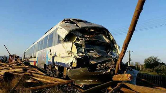 Grav ACCIDENT FEROVIAR la Reghin! Sunt VICTIME, după ce un tren şi un camion s-au IZBIT pe calea ferată