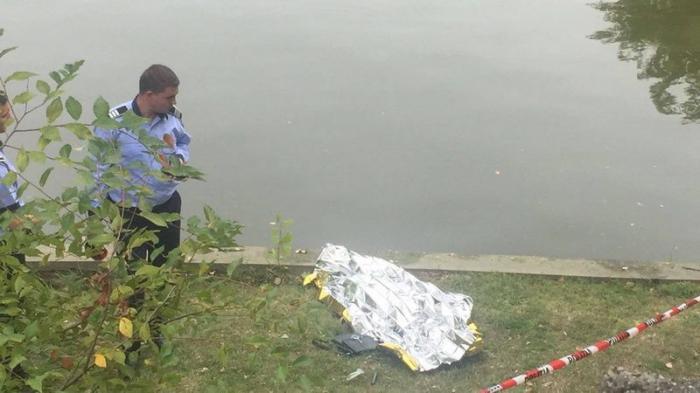Descoperire MACABRĂ în Parcul Herăstrău din Capitală! Trecătorii au văzut cadavrul şi au sunat la 112 - GALERIE FOTO