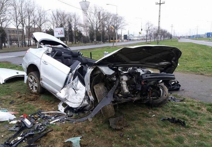 Imagini de groază de la accidentul în care a pierit un polițist, la Oradea. O tânără se zbate între viață și moarte, după ce a fost scoasă din fiarele contorsionate ale mașinii
