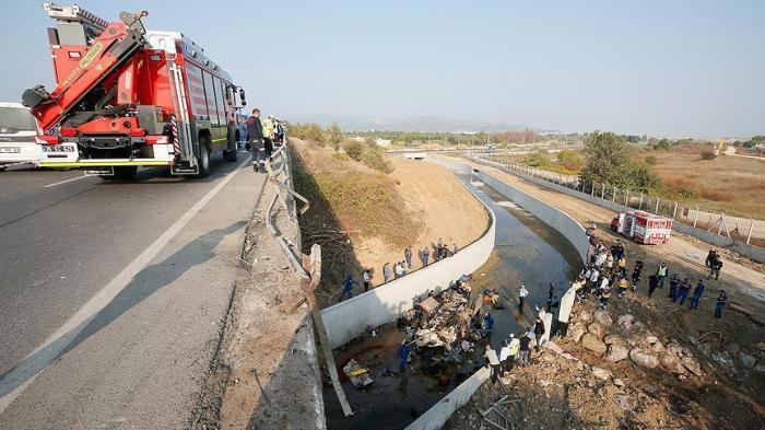 Carnagiu în Turcia. 19 morţi, după ce un camion a căzut într-un canal de irigaţie. MAE anunţă dacă sunt români printre victime (Video)