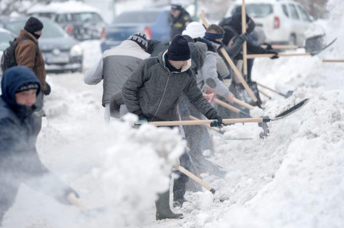 Prognoza meteo iarna 2018-2019. Pentru România, specialiștii AccuWeather anunță valuri de aer polar, ninsori și viscol