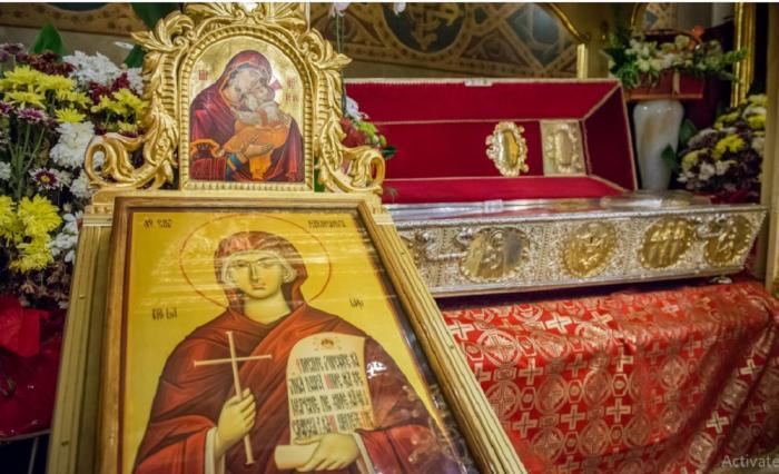 Blestemul moaștelor Sfintei Parascheva. De ce se schimbă veșmintele Cuvioasei de cinci ori pe an