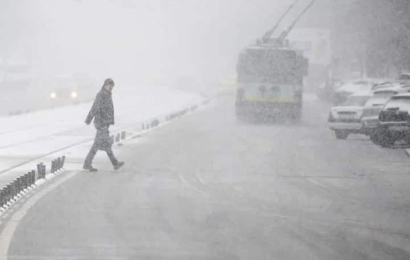 Meteorologii au emis o informare potrivit căreia, începând de vineri dimineaţa şi până duminică la prânz, vremea va fi rece în toată ţara