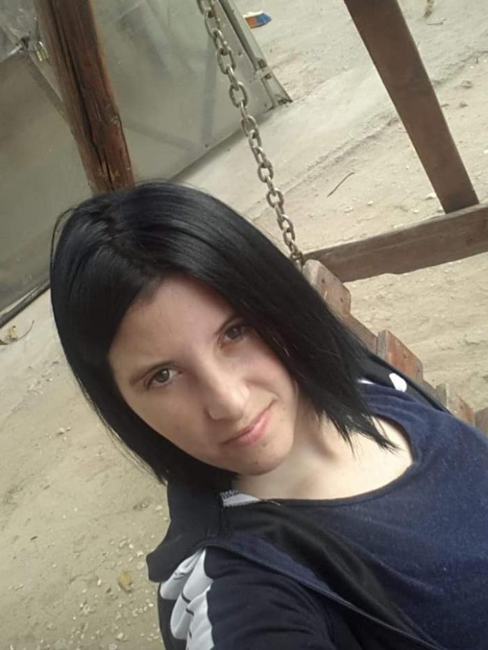 Ea e mama copiilor abandonaţi la Alexandria, în faţa spitalului. Are 24 de ani şi îi vrea înapoi