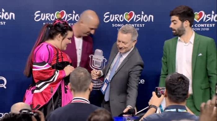 Câştigătoarea Eurovision Netta Barzilai a făcut ţăndări trofeul! Cum au dat-o de gol organizatorii (Video)