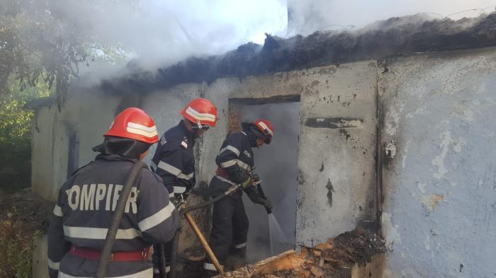 Pompierii sting incendiul la mănăstirea de maici din Slava Rusă
