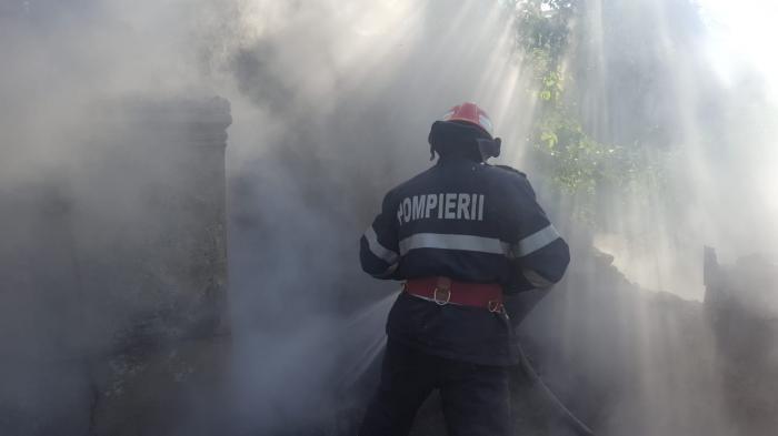 Femeie găsită carbonizată după un incendiu la o mănăstire de maici din Tulcea