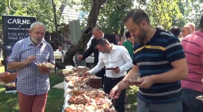 Turiştii degustă bunătăţi din Maramureş