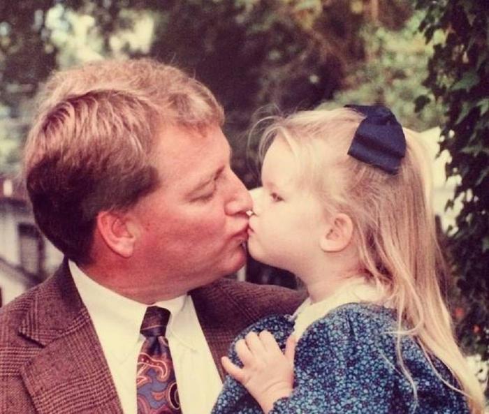 Imagine din copilărie cu Mary şi tatăl ei