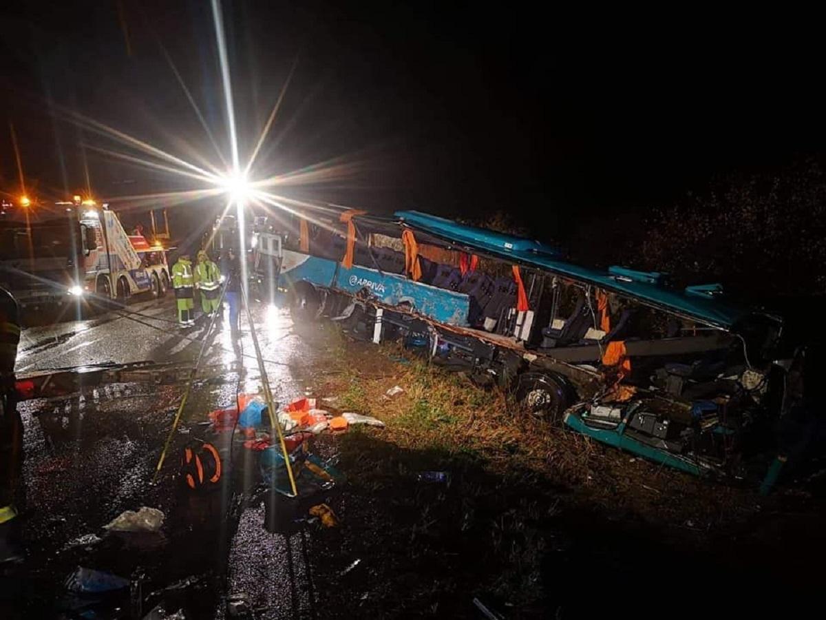 Accident înfiorător în Slovacia. 12 morți, printre care și elevi, după ce un autobuz s-a ciocnit de un camion