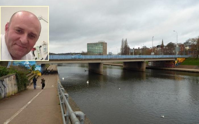 Cristian Dumitrescu a salvat un bărbat care voia să se arunce de pe un pod, în Marea Britanie