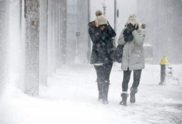 Revin ninsorile în Bucureşti şi în ţară. ANM anunţă strat consistent de zăpadă, viscol şi temperaturi resimţite de - 20 grade Celsius