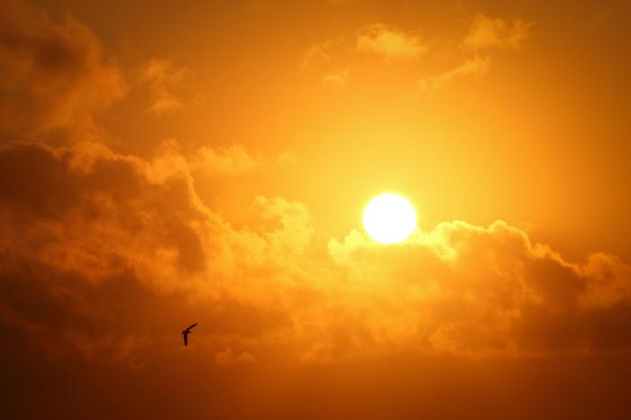 Soare de primăvară peste nori