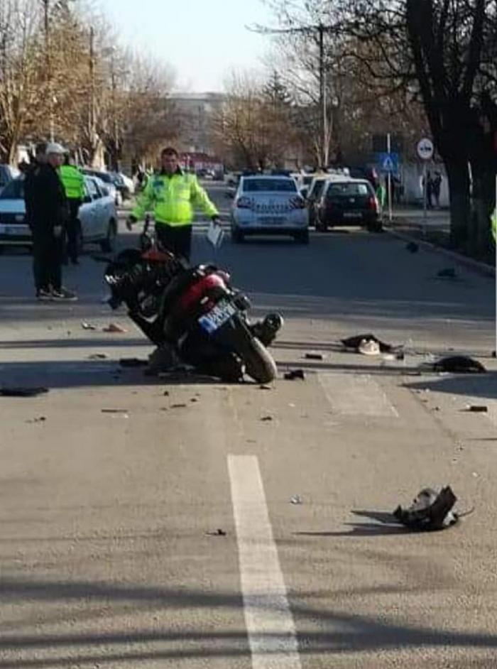 Tânăr motociclist în comă, după ce a fost spulberat de un şofer neatent, la Roşiorii de Vede