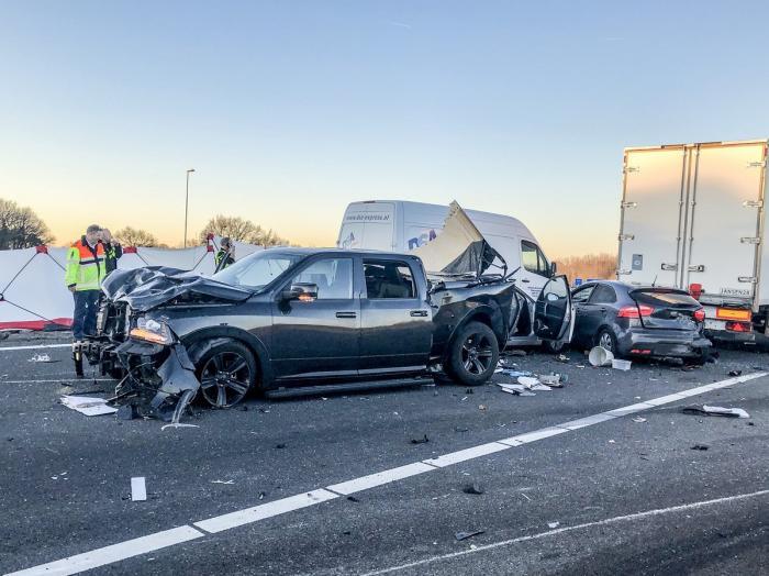 Şofer român arestat în Olanda. A intrat cu camionul într-o coloană de maşini, a ucis un om