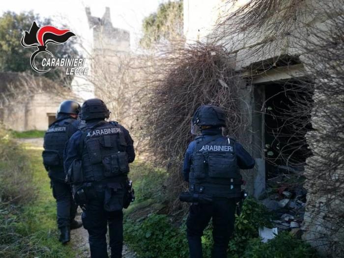 """Un român şi două italience, asaltaţi de trupe antitero, la Lecce: """"Veniţi repede, se trage!"""""""