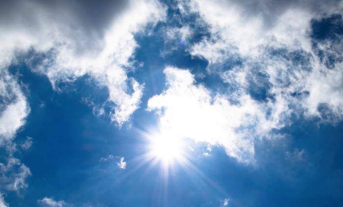 Soare de primăvară printre nori