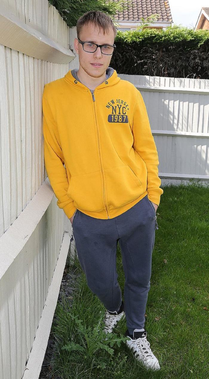 Alex, tânărul terorizat de iubită