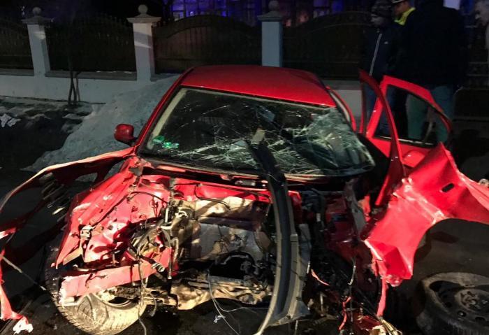 Poliţiştii nu ştiu cine a fost la volan, în accidentul teribil de la Vicovu de Jos. Doi tineri sunt în comă