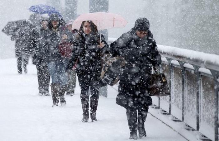 Vremea rea loveşte România, de vineri seară. Revin ninsorile şi viscolul, iar temperaturile scad dramatic