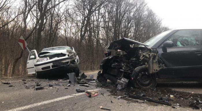 Accident la Zăiceşti, provocat de o tânără şoferiţă