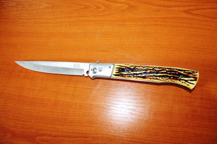 Tânăr din Giurgiu, prins cu un cuţit de 20 de cm în geacă, la Tribunal