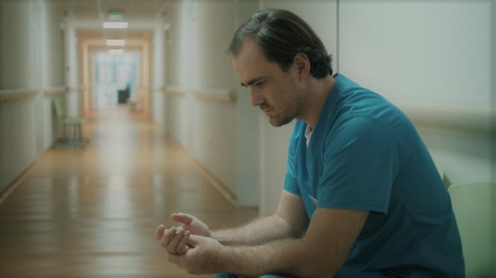 """""""Să nu ucizi"""", un film care dezvăluie fața bolnavă a sistemului medical românesc"""