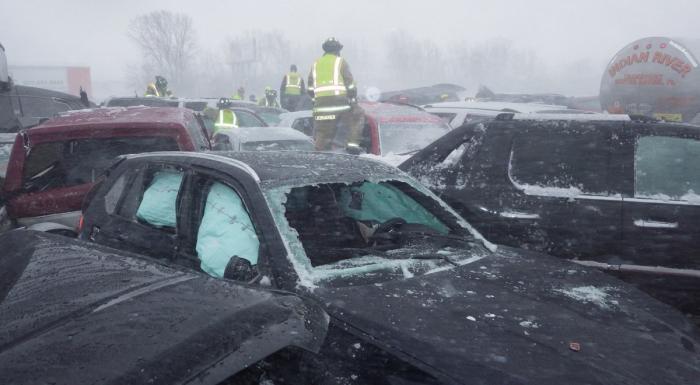 Uriaş accident în lanţ pe autostradă: 131 de maşini s-au făcut praf, un mort, 71 de răniţi. Imagini ireale în Wisconsin (Video)