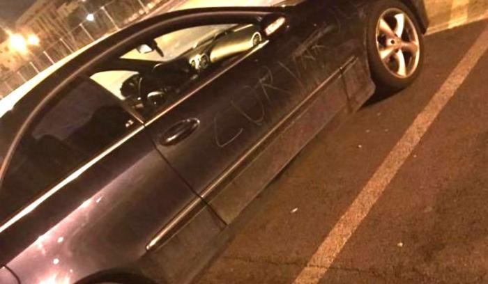 Fata din Cluj, înşelată de iubit, a vandalizat maşina tânărului