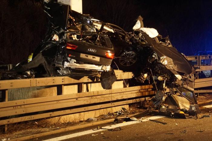 Audi RS6 de 560 de cai putere făcut zob pe o autostradă din Germania