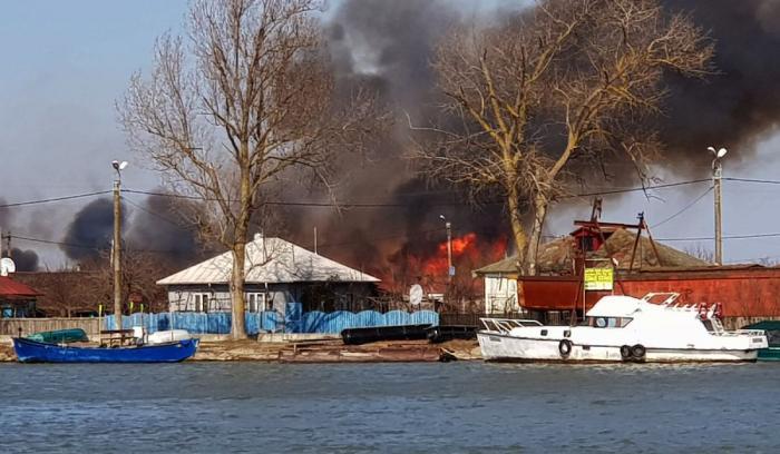 Incendiu pe sute de hectare în Sulina şi întreg judeţul Tulcea
